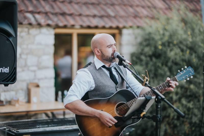 solo acoustic singer