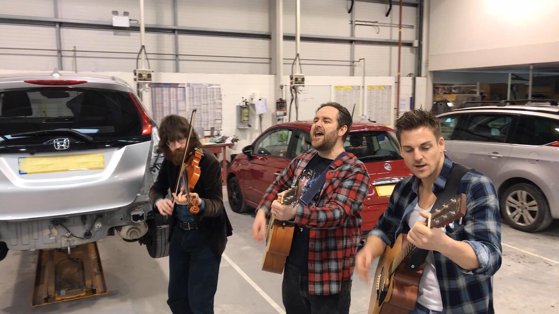 Roaming folk pop band