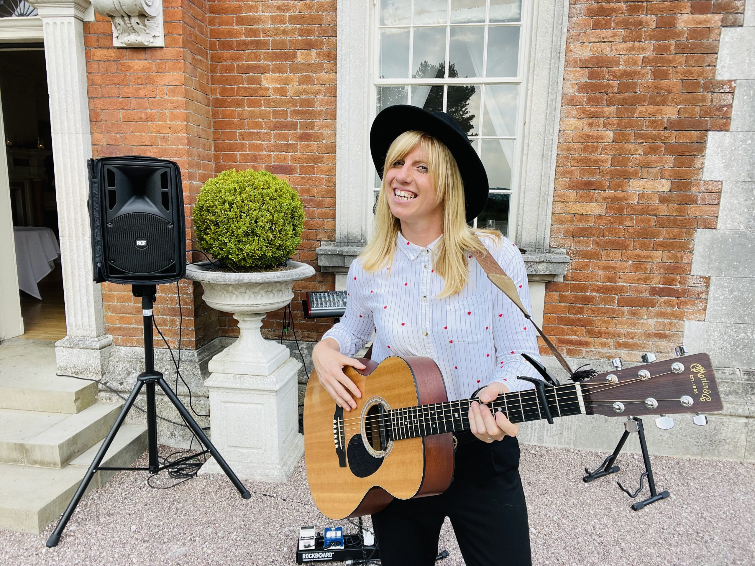 Acoustic wedding singer for hire